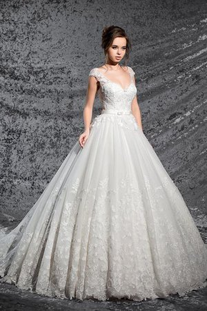 Keyhole Back Pleated Appliques Ball Gown Vintage Wedding Dress
