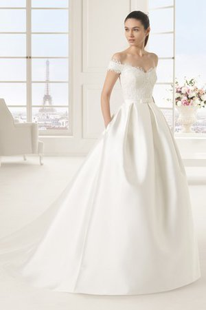 Sleeveless Bow Scalloped-Edge Lace Sashes Wedding Dress