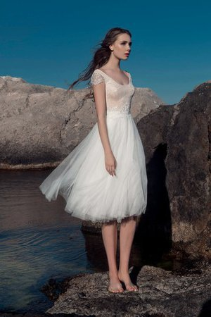 Tulle Lace Zipper Up Short Sleeves Beach Wedding Dress