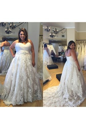 Court Train Lace Fabric Sweetheart Sleeveless Zipper Up Wedding Dress