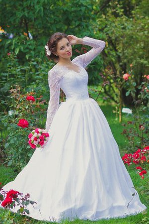 Floor Length Sequined Scalloped-Edge Ball Gown Wedding Dress