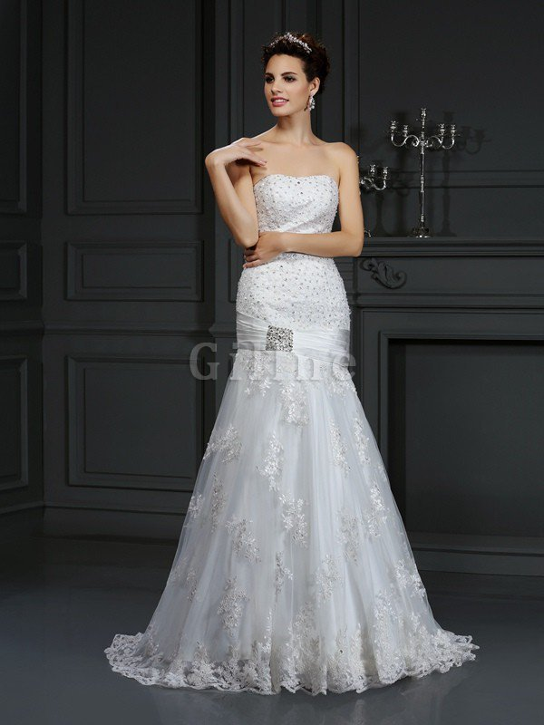 Appliques Sleeveless Court Train Lace-up Natural Waist Wedding Dress